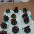 Конспект занятия по лепке с использованием природного материала в младшей группе «Хороша, зелена елочка-красавица!»