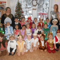 Фотоотчет «Новогодняя ёлка в средней и старшей группе»
