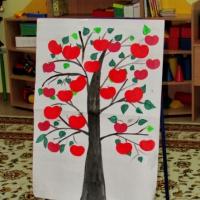Фотоотчет о занятии по сенсорике «Сбор фруктов» во второй младшей группе