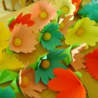 Мастер-класс для педагогов «Весенние цветы из бумаги и капсулы от киндер-сюрприза»