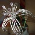 Поделка из пищевой фольги «Королевская лилия»