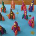 Коллективная поделка из пластилина «Ракеты на посту»