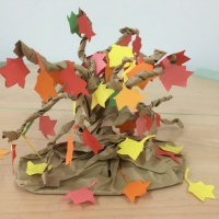 Фотоотчёт коллективной работы. Конструирование из бумаги «Осеннее дерево» в подготовительной группе