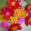 Мастер-класс по изготовлению цветов из гофрированной бумаги для мамы к 8 Марта «Цветы для любимой мамочки»