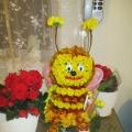 Пчёлка из бархатцев ко Дню учителя