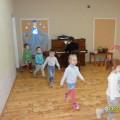 Спортивное развлечение для детей средней группы «Зимние забавы»