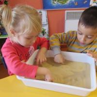 Конспект НОД по экспериментальной деятельности в младшей билингвальной группе «Поиграем с песком»