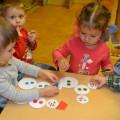 Дидактическая игра «Собери снеговика» для детей второй группы раннего возраста