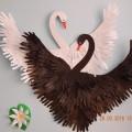Коллективная работа «Лебеди» из обрисованных детских ладошек для украшения интерьера группы. Мастер-класс