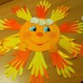 Коллективная работа «Солнышко лучистое» из обрисованных ладошек для оформления интерьера группы. Мастер-класс