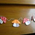 Гирлянда из грибов в технике оригами для украшения интерьера группы. Мастер-класс