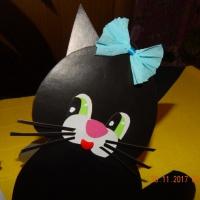 Мастер-класс «Забавные котятаСнежинка и Уголёк из бумажных сердечек»
