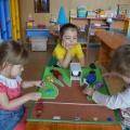 Дидактическая игра по ФЭМП для детей 3–4 лет «Найди свой гараж»