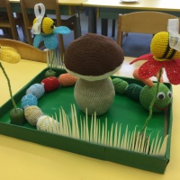 Интерактивная гусеница из киндер-сюрпризов