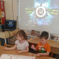 Аппликация с детьми среднего возраста «Салют в день Победы»