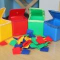 Дидактическая игра «Собери квадраты в кубики по цветам»
