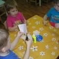 Коллективная аппликация в средней группе «Красивый букет в подарок всем женщинам в детском саду».