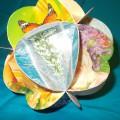 Мастер-класс: поделка из цветной бумаги и открыток «Новогодний шар»