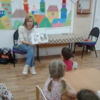 Фотоотчет о занятии по рисованию по сказке В. Сутеева «Петух и краски»