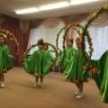 Танец с цветочными обручами