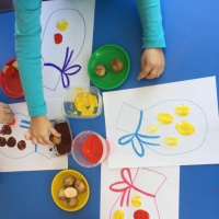 Конспект занятия по нетрадиционному рисованию во второй младшей группе «Собираем урожай»