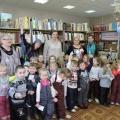 Экскурсия в детскую библиотеку в рамках акции «Подари книгу». Фотоотчет средней группы