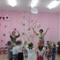 Фотоотчет об осеннем празднике «Осенние встречи» в младшей группе