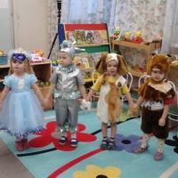 Фотоотчет о проведении новогоднего праздника в младшей группе
