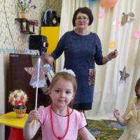 Фотоотчет о проведении праздника «Волшебный цветок желаний» к Дню 8 Марта в младшей группе