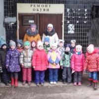 Фотоотчет об экскурсии в обувную мастерскую с детьми старшей группы