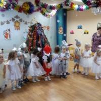 Новогодний утренник «У новогодней ёлки!» для детей второй младшей группы