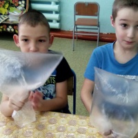 Фотоотчет «Эксперименты с пакетами, воздухом и водой»