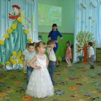 Фотоотчёт о празднике к 8 Марта в младшей группе «Клоун Лёлик в гостях у малышей»