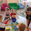 НОД по опытно-экспериментальной деятельности детей в первой младшей группе «Путешествие в песочную страну»
