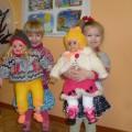 Конспект образовательной деятельности «Оденем кукол на прогулку» (младшая группа)