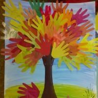 Аппликация «Осеннее дерево из ладошек». Вторая младшая группа. Мастер-класс