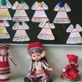 Конспект занятия по рисованию в первой младшей группе «Украсим платье мордовским узором»