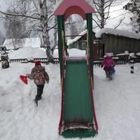 Фотоотчет «Прогулка зимой на участке детского сада в старшей подготовительной группе»