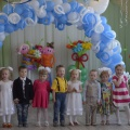 Фотоотчет «Малыши провожают выпускников. Выступление детей младшей группы на выпускном утреннике»