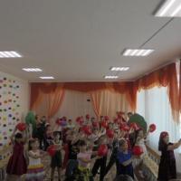 Фотоотчет о проведении праздника «Мамин день» в подготовительной группе