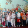Спортивная эстафета детей подготовительной и средней групп «Мы весёлые и дружные»
