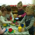 Изобразительная деятельность. Лепка «Вкусные гостинцы на дне рождения Мишки» во второй младшей группе.