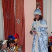 Сценарий новогоднего праздника для детей младшей группы «Вещи Дедушки Мороза»