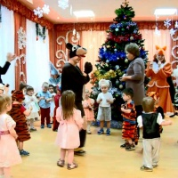 Фотоотчёт новогоднего утренника в первой младшей группе «Вещи Дедушки Мороза»