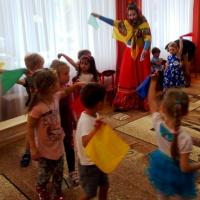 Сценарий утренника, посвящённого 8 марта во второй младшей группе «Красная Шапочка в гостях у бабушки»