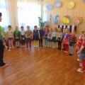 Фотоотчёт развлечения по ПДД в средней группе «Путешествие в страну Светофорию»