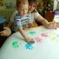 День Доброты в группе «Пчелки» Совместная деятельность воспитателя с детьми рисование ладошками.