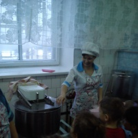 Фотоотчет о занятии-экскурсии «Наш любимый детский сад» в старшей группе