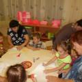 Заседание семейного клуба во второй младшей группе. Декабрь. Совместная деятельность воспитателей, детей и родителей