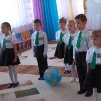 Фотоотчет о проведении экологической акции «Зеленая лента» в детском саду